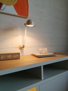 Detajl pisalne mize v sobi