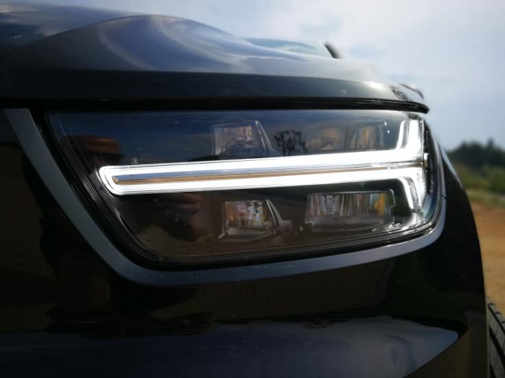 Značilni Volvov svetlobni podpis - Thorovo kladivo
