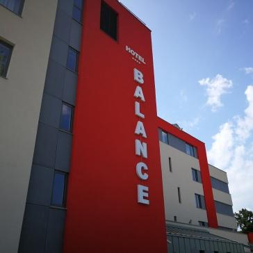 Značilna rdeča barva hotela