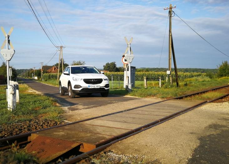 Nezavarovan železniški prehod